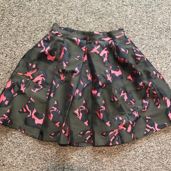 Banana Republic Dresses & Skirts - Banana Republic Skirt - Size 2